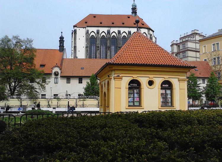 Костел Девы Марии Снежной и монастырь