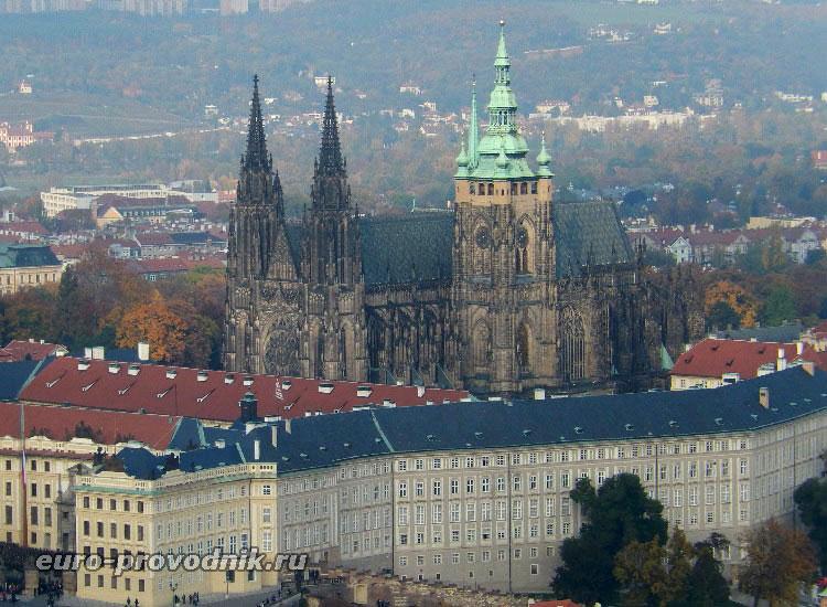 Вид на собор с Петршинской вышки