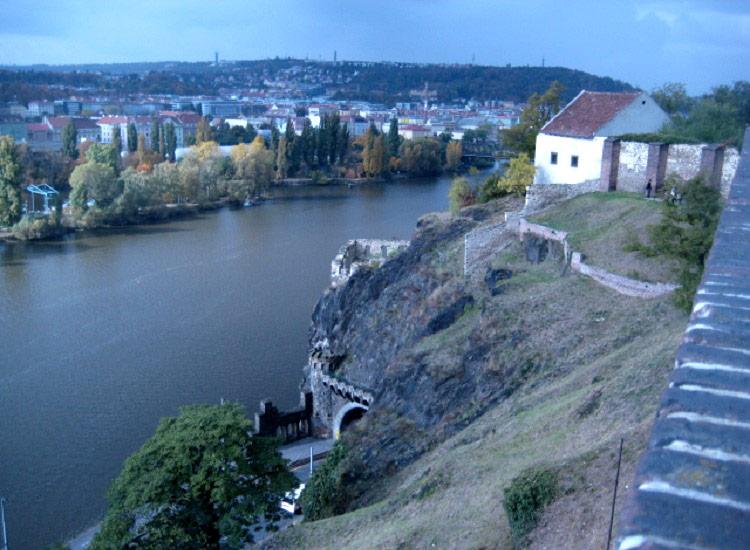 Вид с крепостной стены на Влтаву