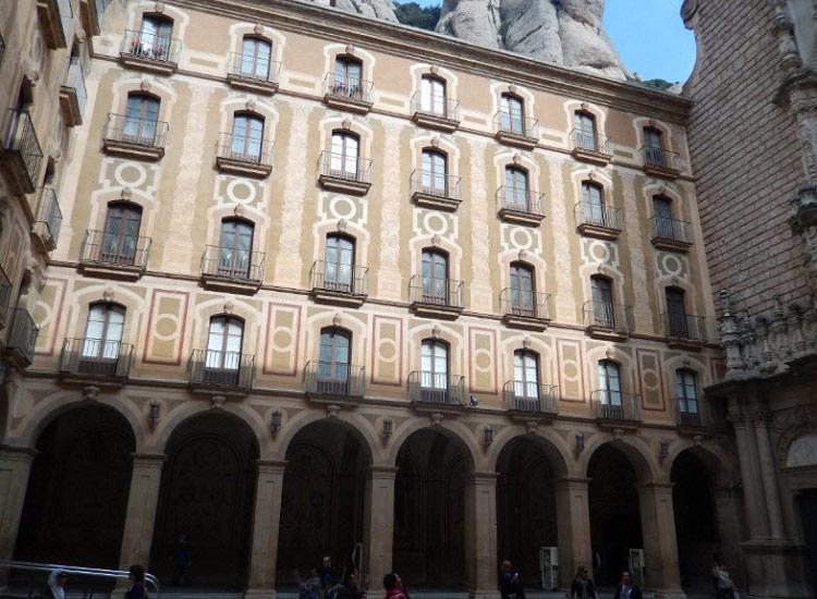 Внутренний дворик базилики