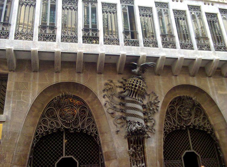 Ворота дворца Гуэль