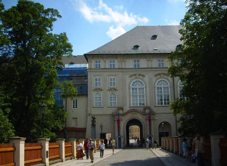 Северные ворота Пражского Града и Пороховой мост