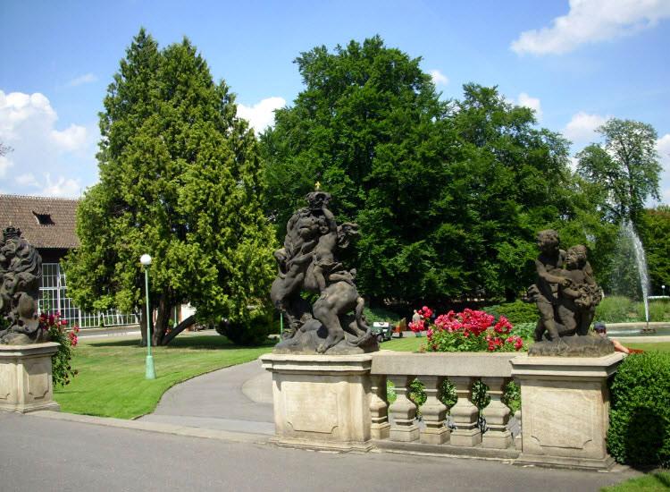 Скульптурная композиция Королевского сада