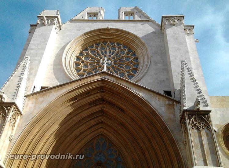 Окно-роза собора Св. Теклы