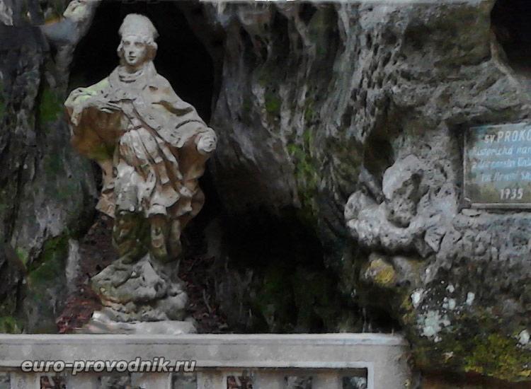 Скульптура в заповеднике Груба Скала