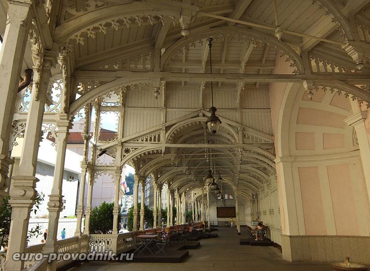 Внутри Замковой колоннады