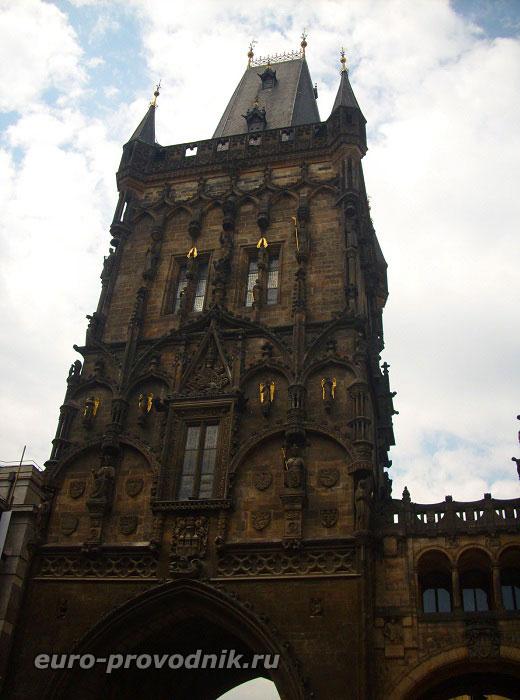 Пороховая башня. Вид со стороны площади Республики