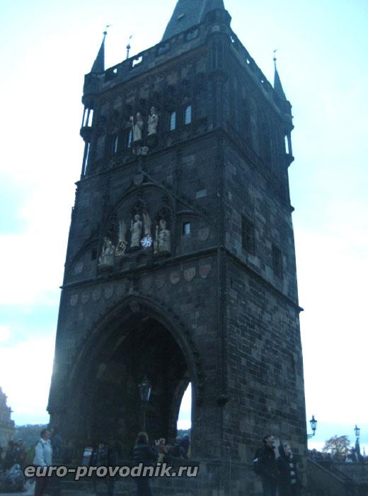 Мостовая готическая башня