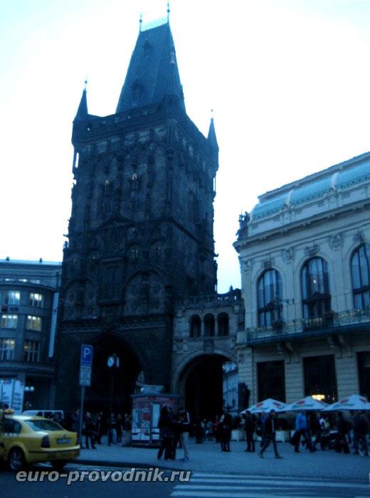 Пороховая башня и ее крытая галерея