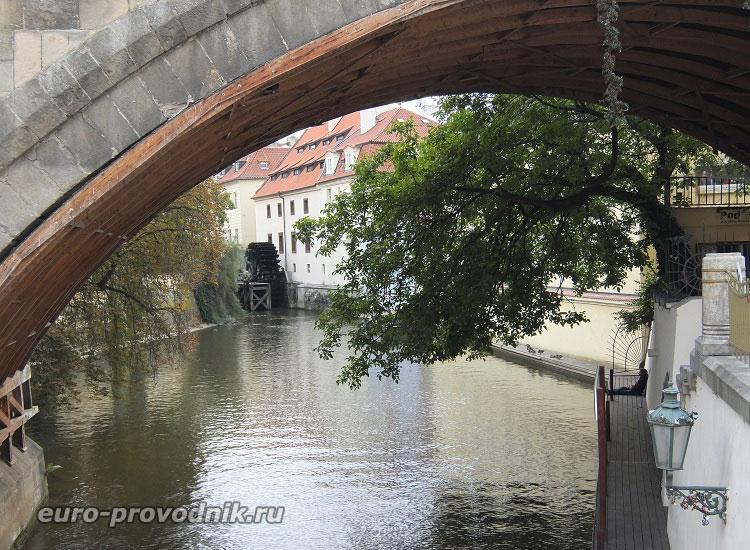Чертовка под Карловым мостом