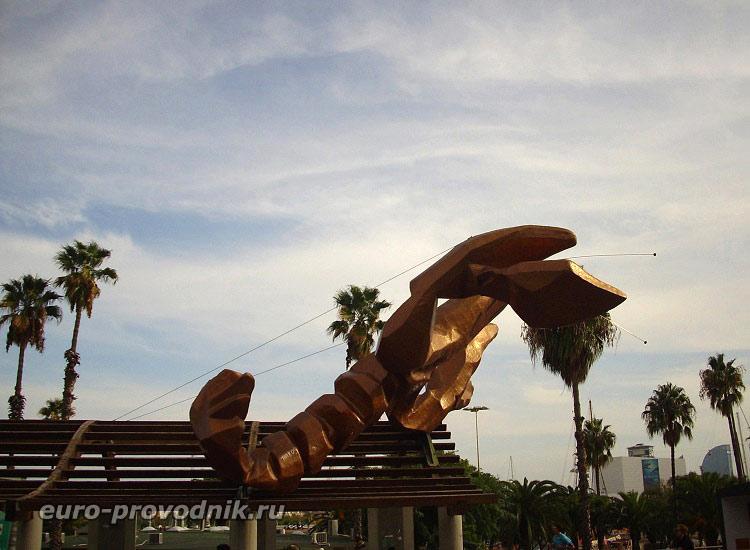 Улыбающийся Лангуст на набережной Барселоны