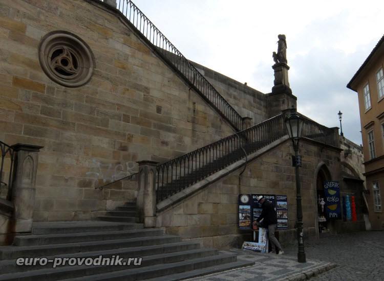Лестница Карлова моста