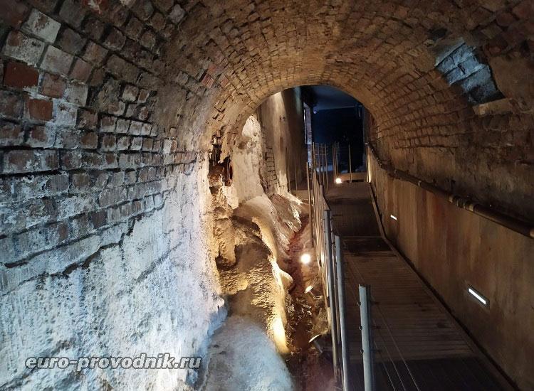 Подземная часть колоннады Вридло