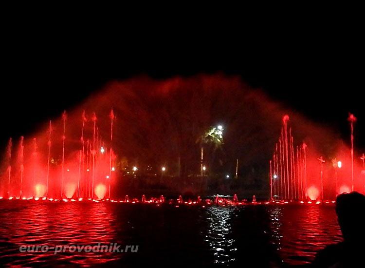 Салоу. Музыкальный фонтан на набережной