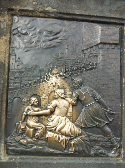 Барельеф скульптуры Яна Непомуцкого