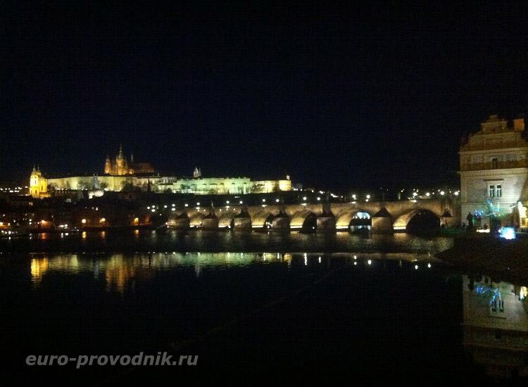 Огни Карлова моста и Пражского Града
