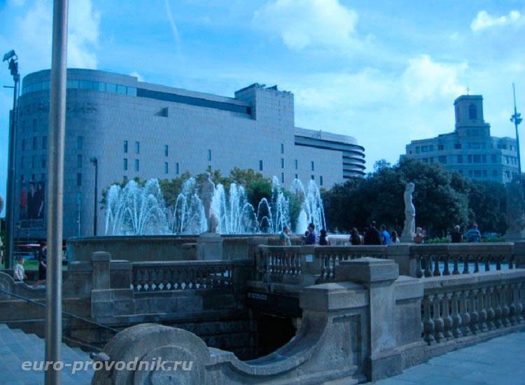 Переход на площадь Каталонии