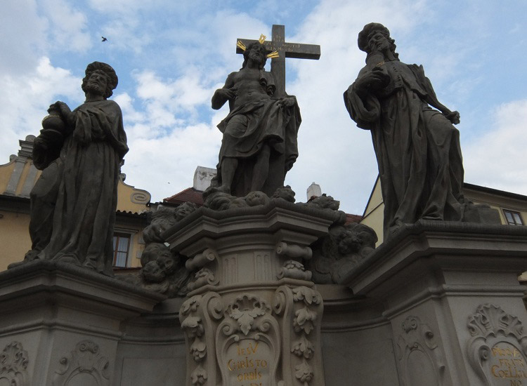 Карлов мост. Композиция Спаситель и Святые целители