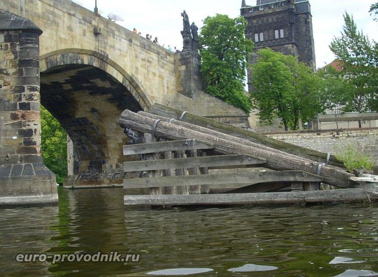 Карлов мост. Волнорез