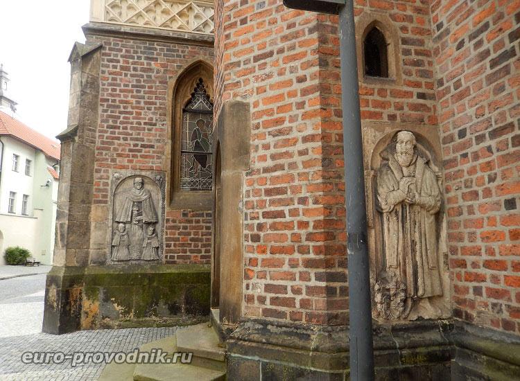 Памятные плиты собора Св. Духа