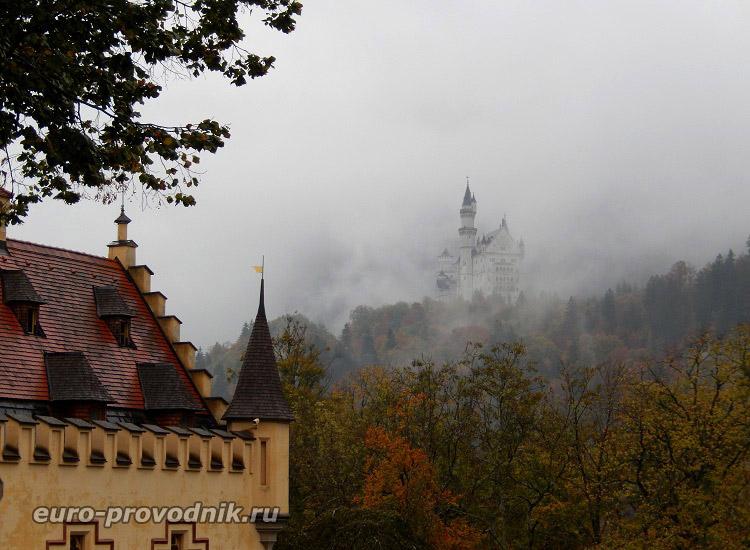 Замки Баварии в утреннем тумане