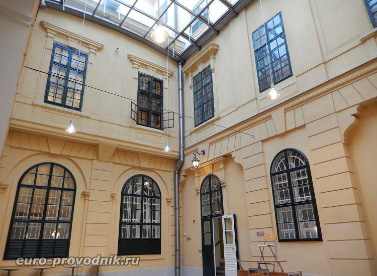 Внутренние переходы дворца Шенбрунн
