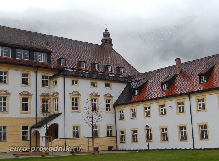 Двор монастыря Этталь