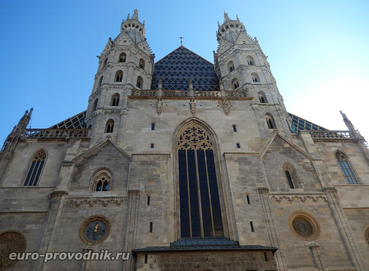 Романский фасад собора Святого Стефана
