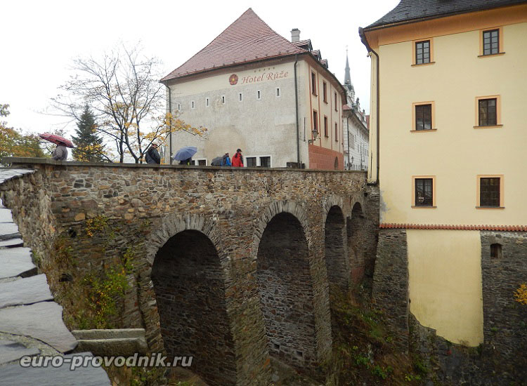 Верхний мост, ведущий в Старе Место