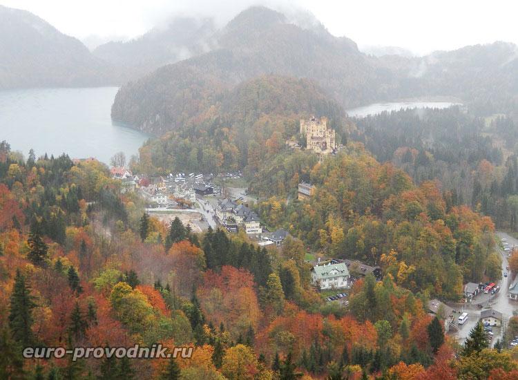 Вид от замка Нойшванштайн на озеро Альпзее и замок Хоэншвангау