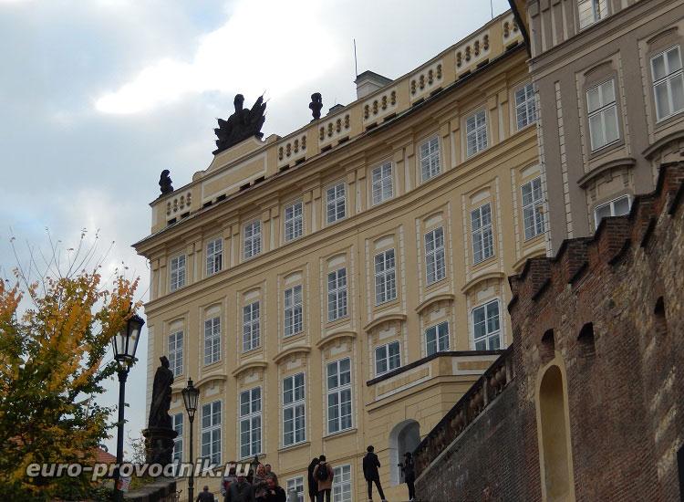 У стен Пражского Града