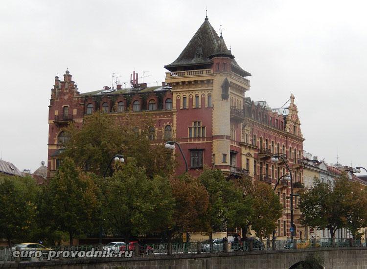 Дом Beleveu на набережной Сметаны