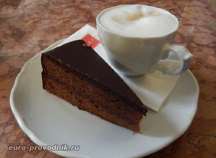 Торт Захер и кофе по-венски