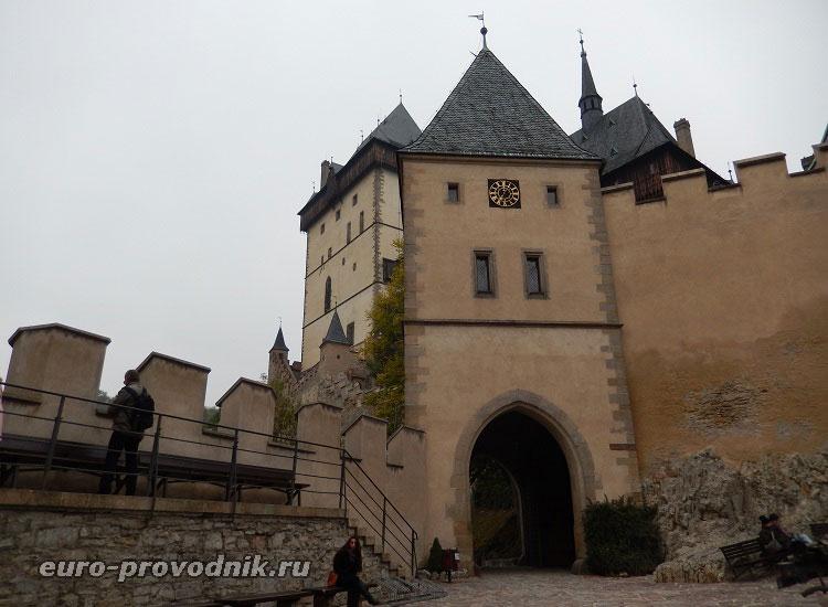 Первый двор Карлштейн. Входная арка