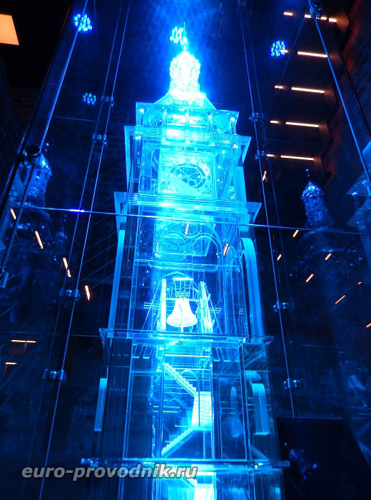 Стеклянный макет Белой башни