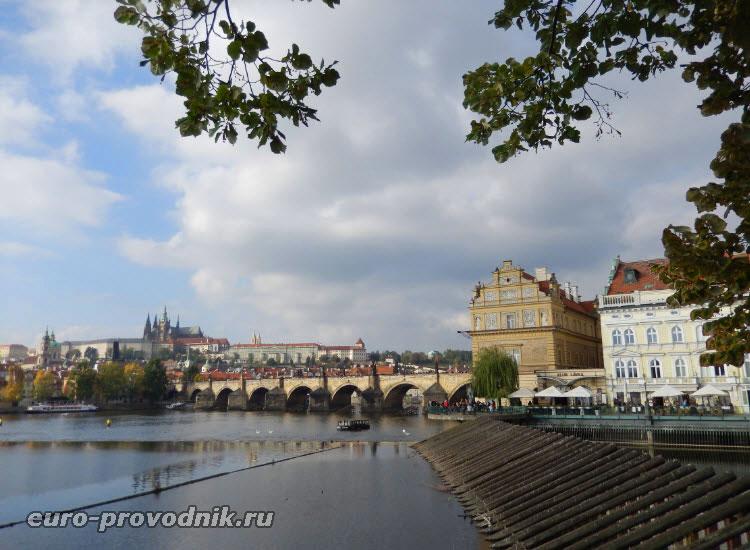 Вид с набережной Сметаны на Пражский Град