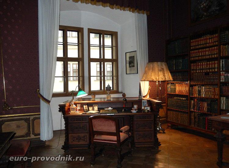 Библиотека замка Грубый Рогозец