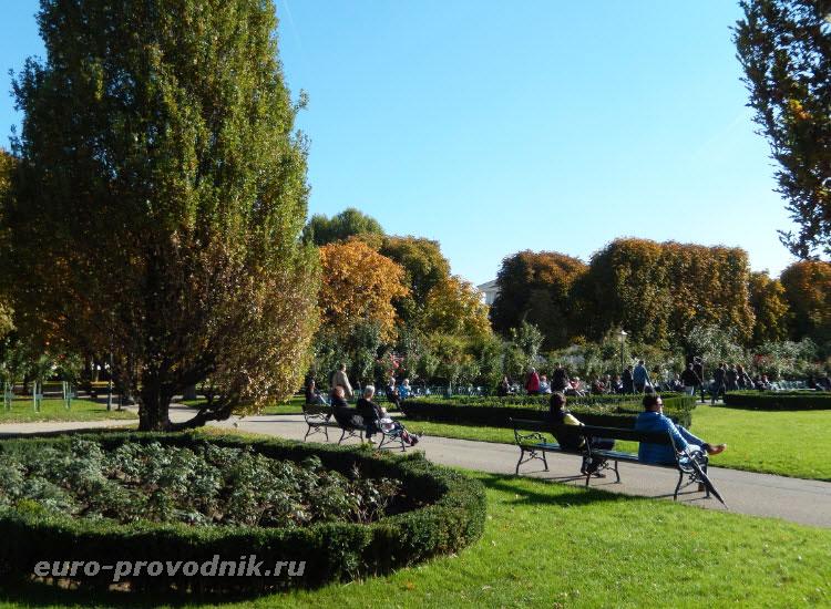 В парке Volksgarten