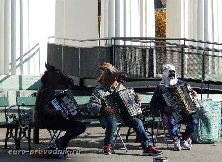 Уличные музыканты в парке Фольксгартен