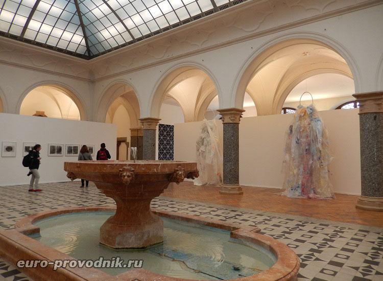 Новая ратуша в Мюнхене. Выставочный зал