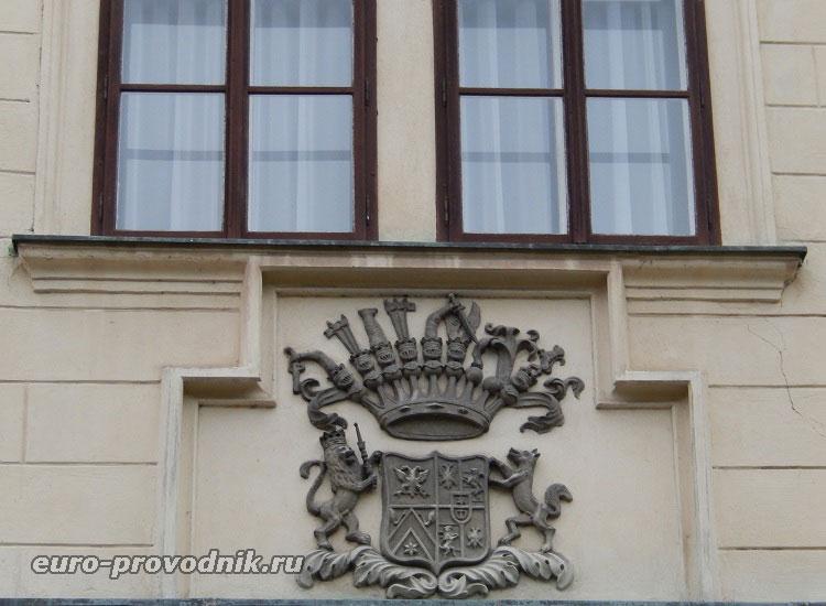 Герб замка Грубый Рогозец
