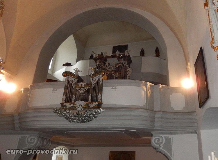 Орган, установленный в часовне замка