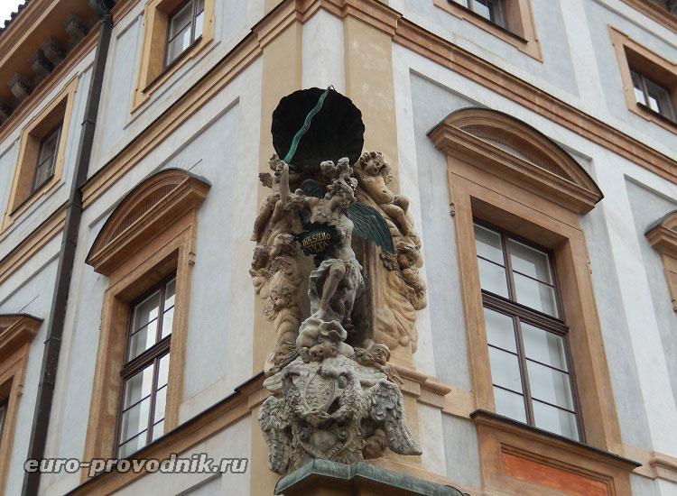 Скульптуры Тосканского дворца