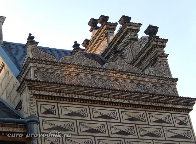 Фронтоны дворца Шварценбергов