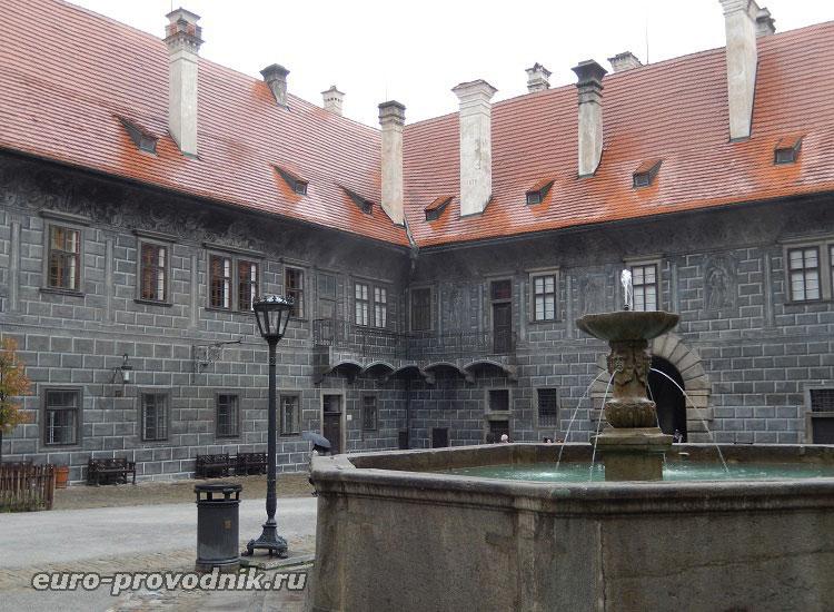 Второй двор Крумловского замка