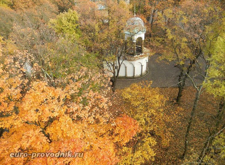 Петршинский холм в красках осени