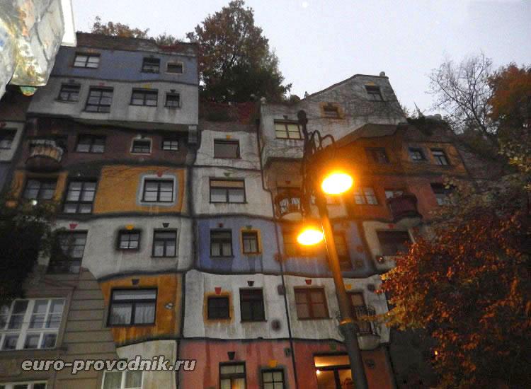 Холмистые этажи дома Хундертвассера