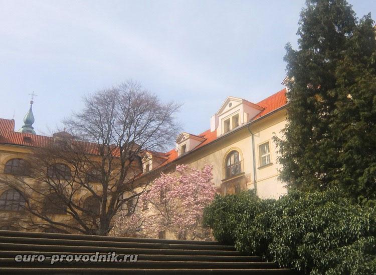 Терраса в Вояновых садах