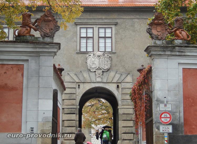Вход во второй двор Крумловского замка