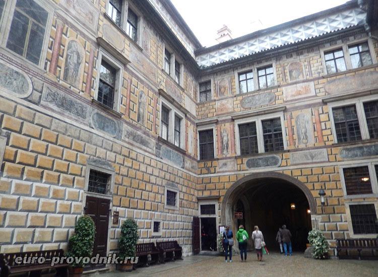 Внутренний двор Крумловского замка
